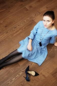 Голубое платье миди с воланом