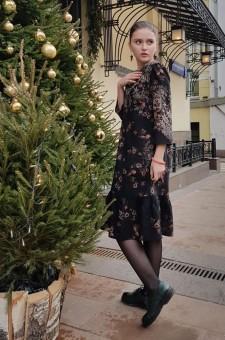 коричневое шерстяное платье с цветочным рисунком